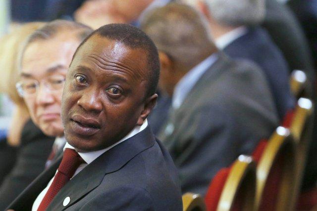 Durant la phase préliminaire de la procédure, Uhuru... (PHOTO ANDREW WINNING, ARCHIVES AFP)
