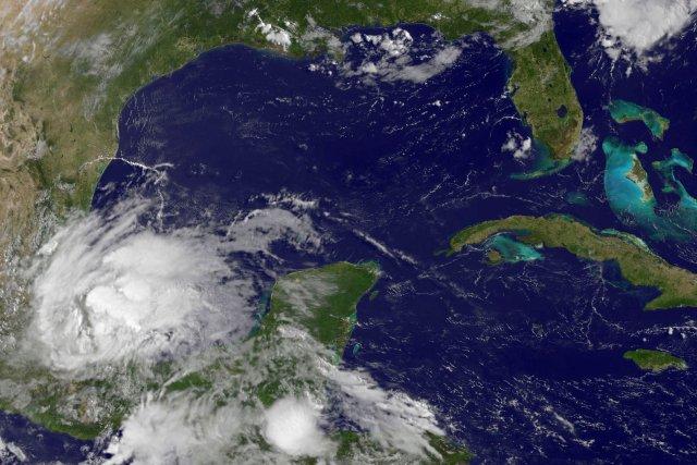Un avertissement de tempête tropicale est en vigueur... (PHOTO NASA, AFP)