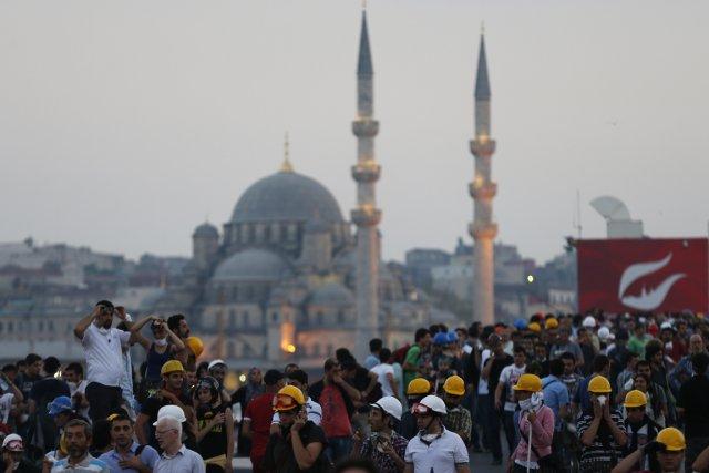 Depuis quelques semaines, la Turquie est secouée par... (Photo Reuters)