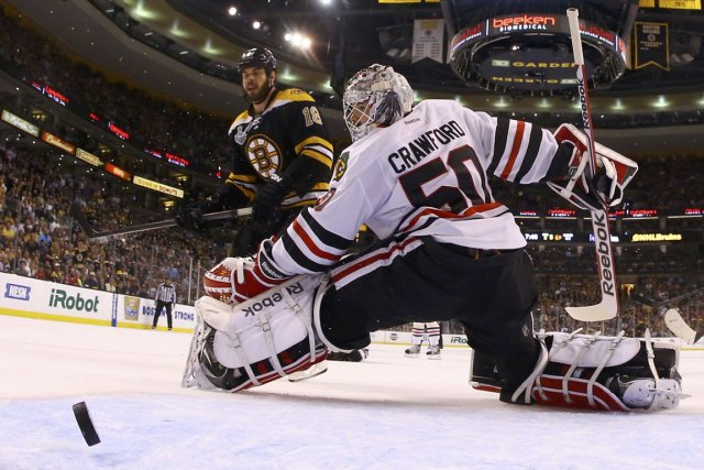 Corey Crawford a été déjoué cinq fois par... (Harry How, archives Reuters)