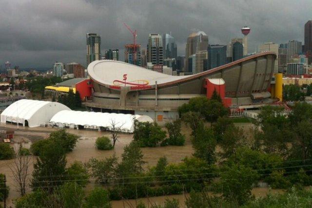 Le Saddledome de Calgary, domicile des Flames.... (Photo : Julie Van Rosendaal (@dinnerwithjulie) sur Twitter)