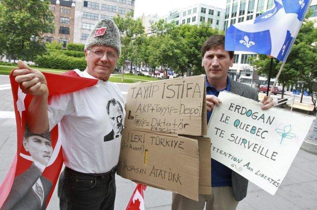 Ozdemir Ergin (à droite) et son compatriote Cemal... (Le Soleil, Jocelyn Bernier)