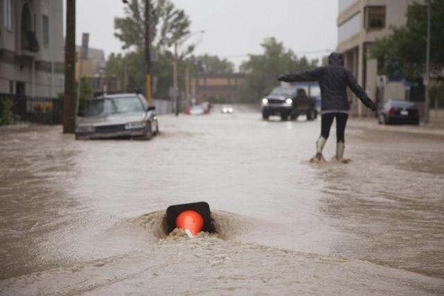 De fortes pluies qui frappent Calgary ont causé... (Photo Melissa Renwick, archives Reuters)
