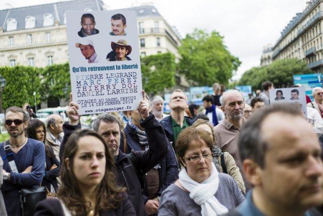 À Paris, des manifestants réclament la libération des...