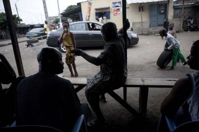 À Abidjan, des «familles», petits groupes plus ou... (Photo Jane Hahn, The New York Times)