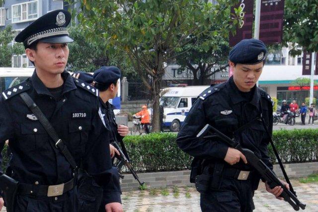 Arrivés en nombre sur place, les policiers ont... (Photo d'archives AFP)