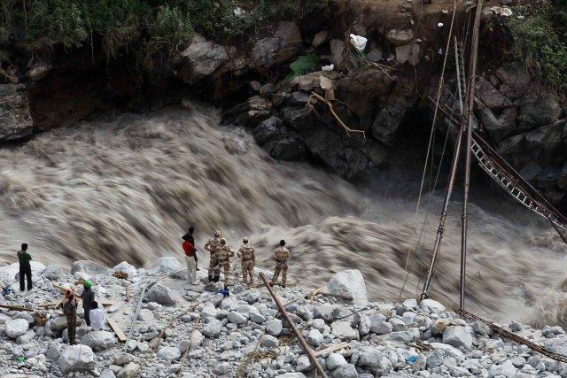 À Govindghat, une petite ville sur la route... (PHOTO Rafiq Maqbool, AP)