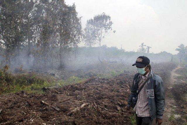 La police indonésienne enquête par ailleurs sur huit... (PHOTO RONY MUHARRMAN, AP)