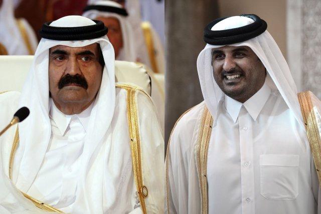 LeCheikh Hamad ben Khalifa Al Thani (à gauche)... (PHOTO: KARIM SAHIB/MOHAMMED AL-SHAIKH, AFP)