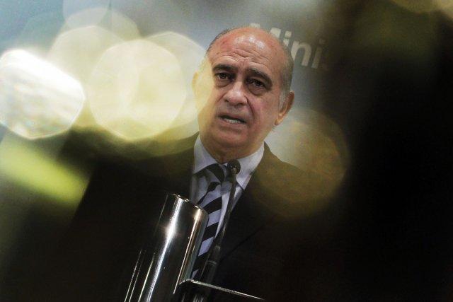 Samedi, le ministre espagnol de l'Intérieur Jorge Fernandez... (Photo Andres Kudacki, AP)