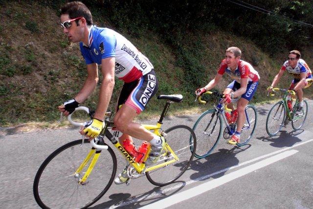 Jalabert pendant le Tour de France en 1998.... (PHOTO PATRICK KOVARIK. ARCHIVES AFP)