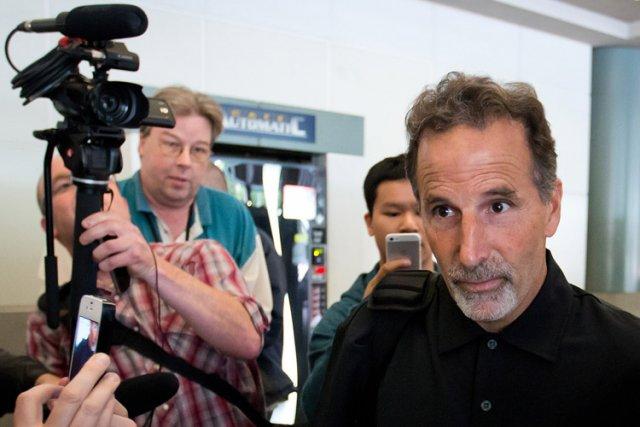 John Tortorella a été accueilli par des membres... (Photo: PC)