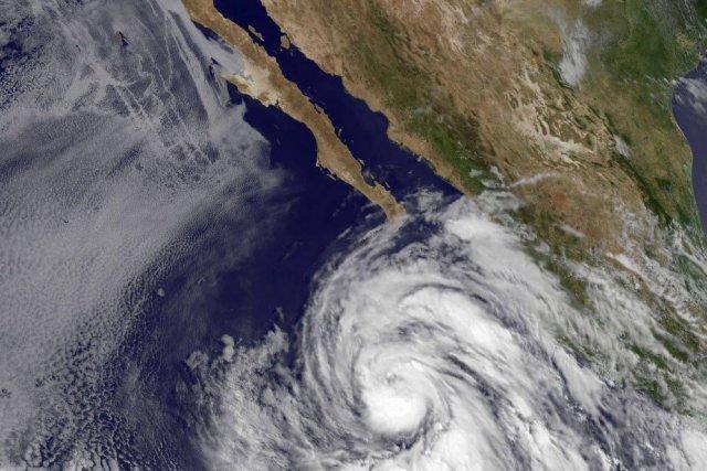 L'ouragan se déplaçait vers le nord-ouest à une... (PHOTO AFP, NASA)