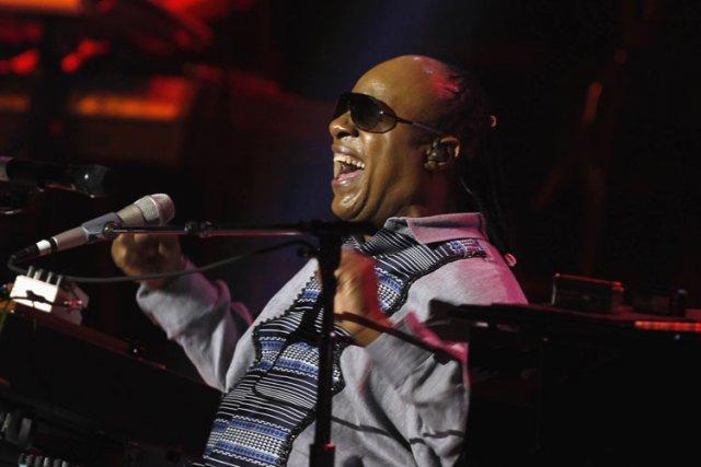 Le chanteur américain Stevie Wonder envisage de chanter un gospel en arabe,... (Photo: Reuters)