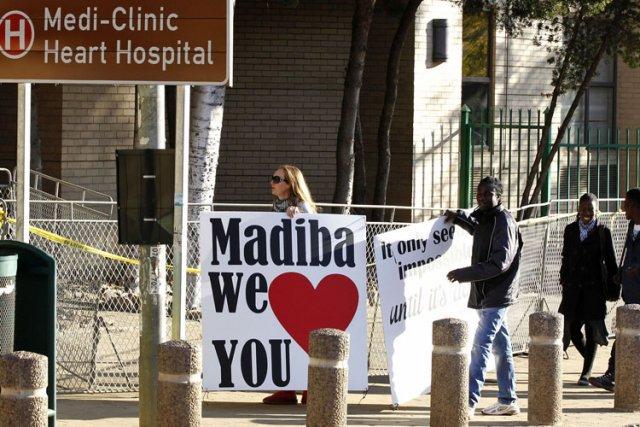 Des supporteurs de Nelson Mandela se sont présentés... (Photo: Reuters)