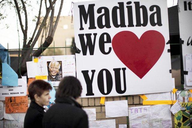 Devant une armée de journalistes venus du monde... (PHOTO MARCO LONGARI, AFP)