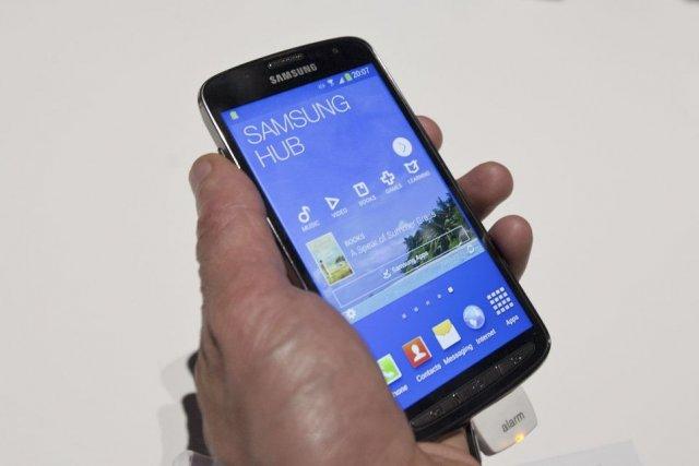 Le nouveau téléphone intelligent Galaxy S4, lancé fin... (PHOTO WILL OLIVER, AFP)