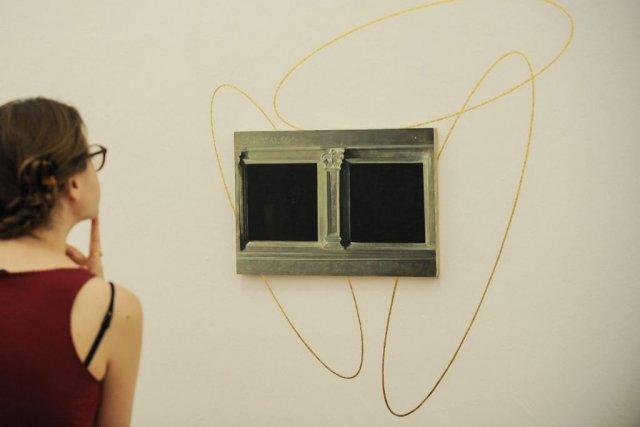 L'oeuvre Golden ellipses de Victor Man.... (Photo: AFP)