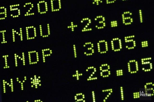 Plusieurs investisseurs se tournent vers les fonds négociés... (Photo Associated Press)