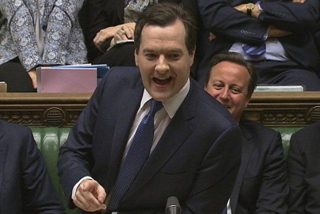 Le ministre britannique des Finances GeorgeOsborne a présenté... (PHOTO REUTERS TV)
