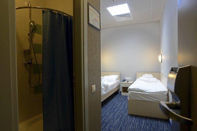 Vue d'une chambre de l'hôtel Air Express, situé... (Photo KIRILL KUDRYAVTSEV, AFP)