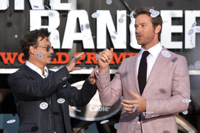 Johnny Depp, à gauche, et Armie Hammer à... (Photo John Shearer, Invision, AP)