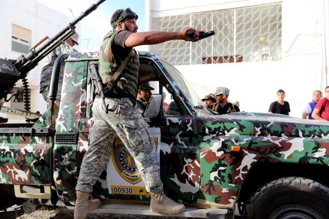 Des membres de la Sécurité d'État libyenne patrouillent... (PHOTO MAHMUD TURKIA, ARCHIVES AFP)