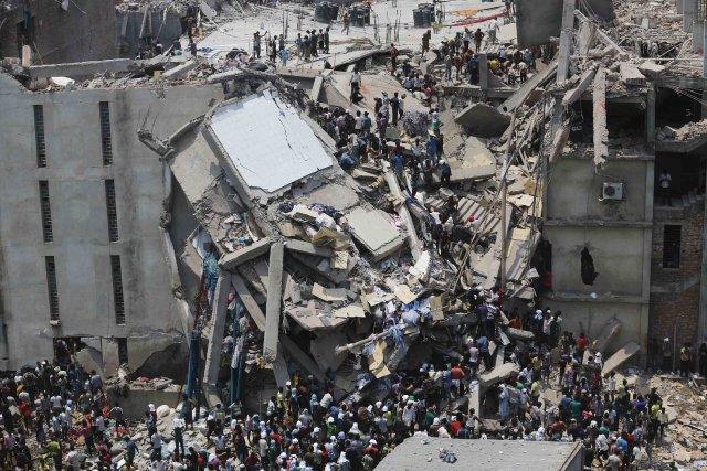 Une usine à textile qui s'est effondréele 24... (Photo ANDREW BIRAJ, REUTERS)