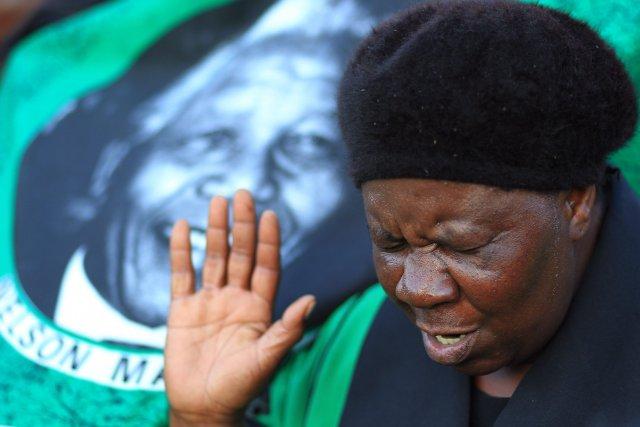 Outre les médias, de nombreux Sud-Africains sont venus... (Photo Themba Hadebe, AP)