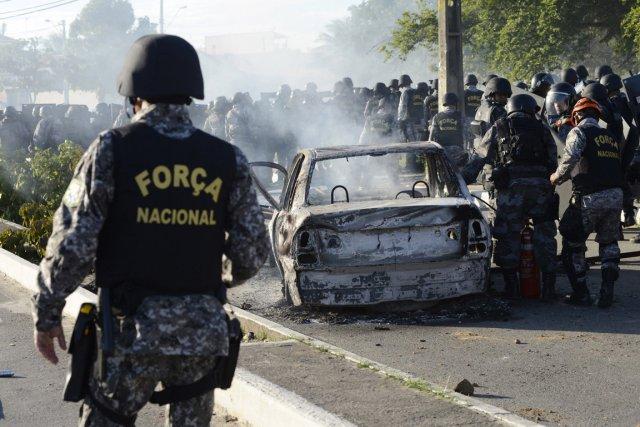 À Fortaleza (nord-est), une manifestation d'étudiants a dégénéré... (PHOTO DAVI PINHEIRO, REUTERS)