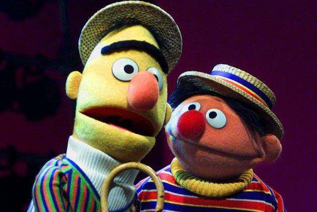 Bart (gauche) et Ernest de 1, rue Sésame.... (PHOTO BETH A. KEISER, ARCHIVES AP)