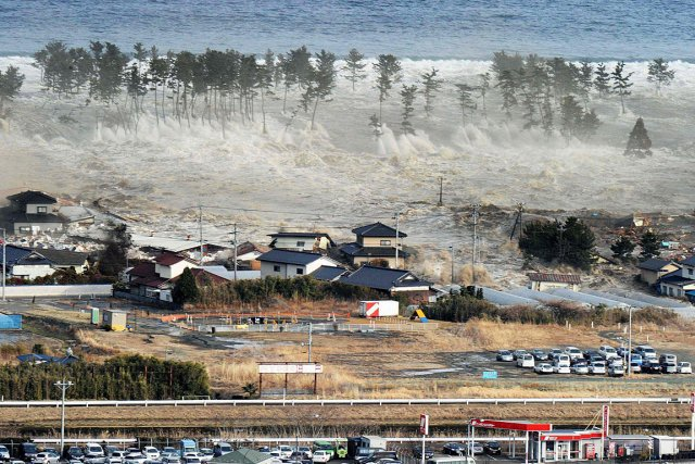 Le tsunami de 2011 au Japon n'a pas... (Photo: archives AP/Kyodo News)