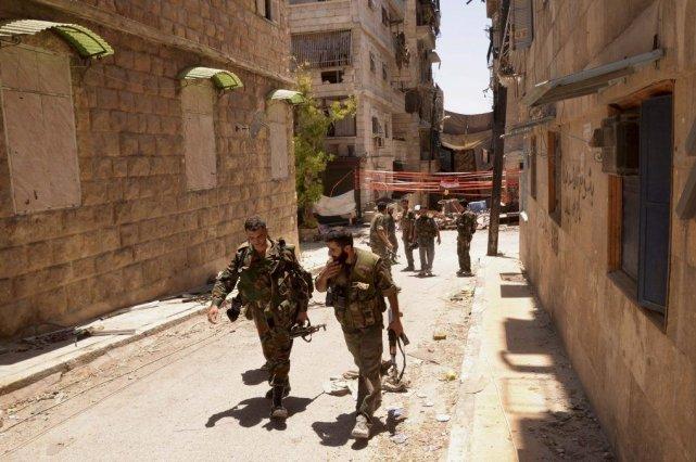 Des troupes de l'armée syrienne fidèle au président... (PHOTO GEORGE OURFALIAN, REUTERS)