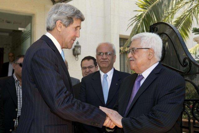 M.Kerry s'est entretenu pendant deux heures avec le... (PHOTO REUTERS)