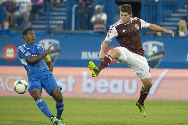Le joueur de l'Impact Patrice Bernier recule alors... (Photo Peter McCabe, La Presse Canadienne)