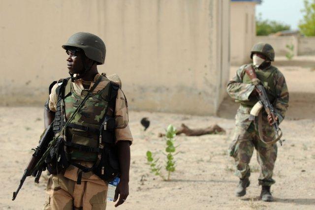 L'armée avait nié avoir mis le feu à... (Photo Quentin Leboucher, AFP)