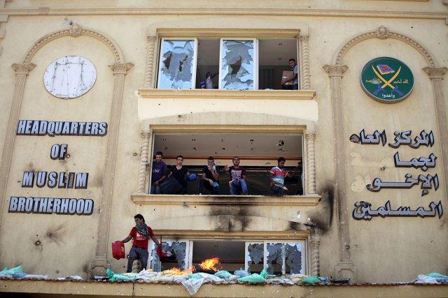 Le siège des Frères musulmansa été attaqué par... (Photo: AP)