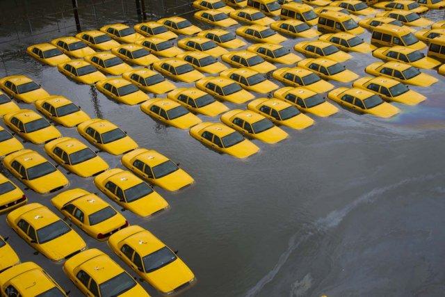 En octobre 2012, la côte Est américaine a... (PHOTO CHARLES SYKES, ARCHIVES AP)