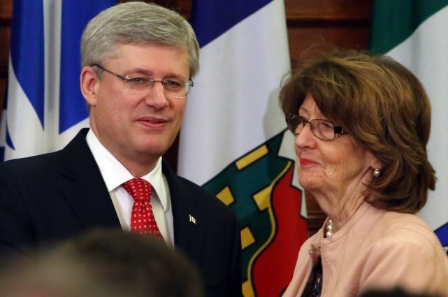 Stephen Harper et Marjory LeBreton.... (Photo La Presse Canadienne)