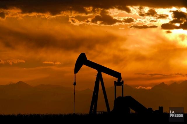 Les cours du pétrole coté à New York ont fini en légère baisse jeudi, pénalisés... (Photo: archives La Presse)