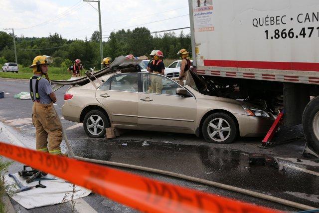 Un automobiliste a été gravement blessé après que... (Photo Alain Dion)