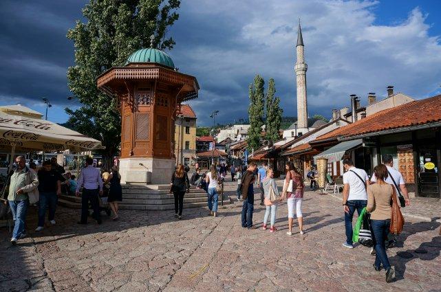 Sarajevo est bâtie tout en long dans une... (Collaboration spéciale Pierre-Olivier Fortin)