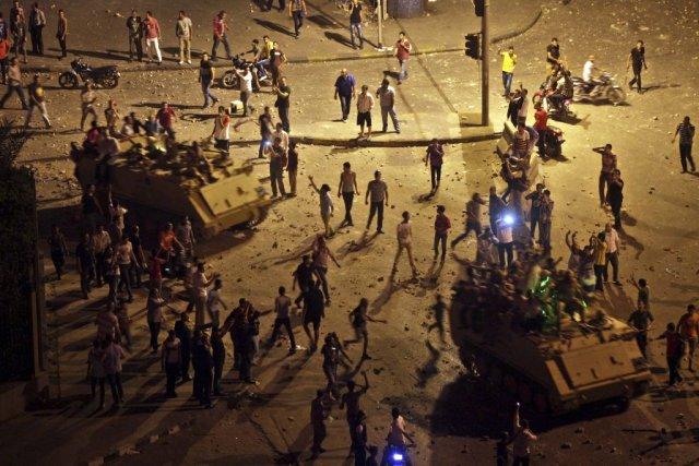 La destitution de Mohamed Morsi n'est qu'un autre... (Photo Khalil Hamra, Associated press)