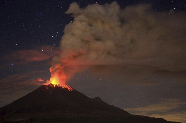 Le volcan mexicain Popocatepetl, le 4 juillet.... (Photo Pablo Spencer, AFP)