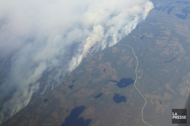 Pas moins de 590 pompiers forestiers, appuyés par... (PHOTO FOURNIE PAR AIRMEDIC)