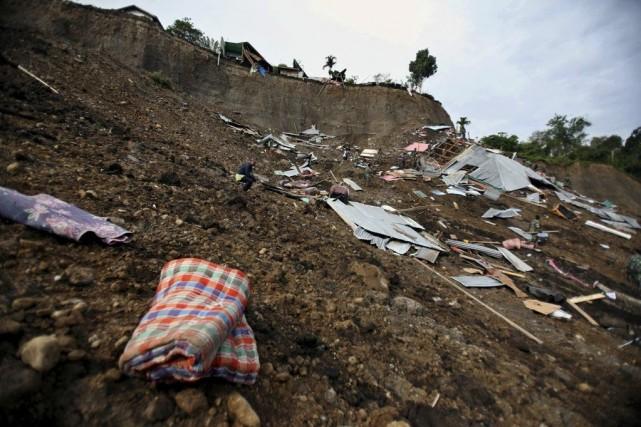 Un séisme de magnitude 6,1 qui avait frappé... (Photo Binsar Bakkara, archives AP)