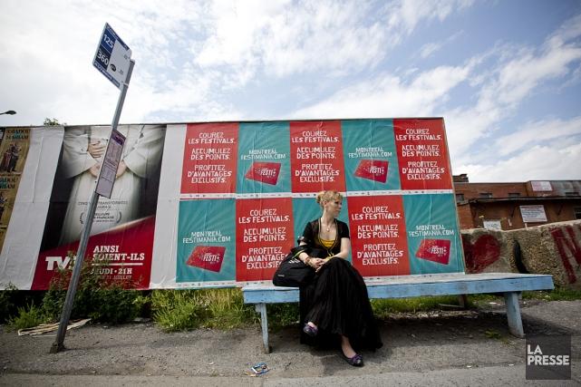 Les bancs de trottoir semblent avoir disparu du... (Photo: David Boily, La Presse)