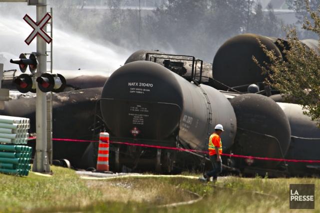 Des wagons-citernes endommagés à la suite de la... (Photo: Olivier Jean, La Presse)