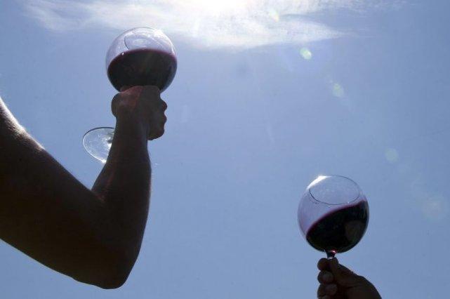 On parle souvent ces temps-ci de vins d'été, même si on se demande parfois où... (AFP)