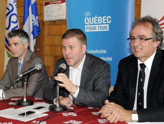 Luc Boivin, conseiller municipal, le ministre Pascal Bérubé... (Photo Mariane L. St-Gelais)